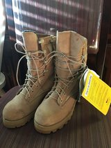 Military boots size 5M in Fort Irwin, California