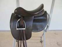 Collegiate Dressage saddle - 17 1/2, fittings and 2 pads in Conroe, Texas