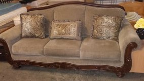 Brown American couch large in Lakenheath, UK