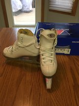 Riedell Figure skates, girls size 12 in Bolingbrook, Illinois