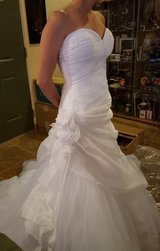Demetrios Sweetheart gown size-5/6 plus veil in Fort Knox, Kentucky