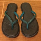 Sanuk flip flops size 9 in Yuma, Arizona