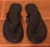 Sanuk purple flip flops size 9 in Yuma, Arizona