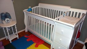 The Sorelle Princeton 4-in-1 Convertible Crib and Changer - White in Bolling AFB, DC