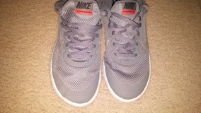 Boys Nike running sneakers Sz 5.5 shoes in Fort Hood, Texas