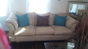 living room set plus decor...REDUCED in Bolingbrook, Illinois