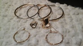 Jewlery Set - (NEW) in Batavia, Illinois