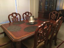 Dining table w/ 8 chairs in Charleston, South Carolina