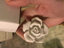 White flower knobs box of 10 in Naperville, Illinois