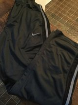 Men's size Large Nike pants in Ramstein, Germany