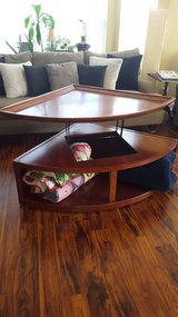 Awesome rise top coffee table! in Joliet, Illinois