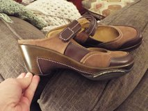 Ladies Leather Slip On's ~ Cushion/Arch Support! in Camp Lejeune, North Carolina