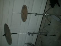 Pearl drum set with Zildjian Hi-hat set and Sabian crash in Camp Pendleton, California