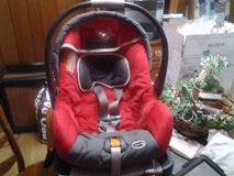 infant car seat up to 30lb in Algonquin, Illinois
