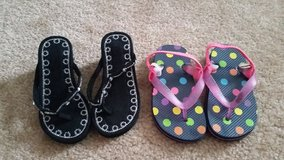 Girls Flip Flops, Size 6 in Fort Campbell, Kentucky