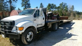 2004 ford winch truck in Cleveland, Texas