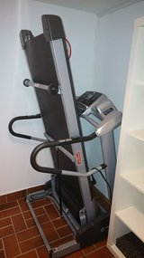 pro treadmill 220V - as new in Ramstein, Germany