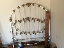 Antique iron bed in bookoo, US