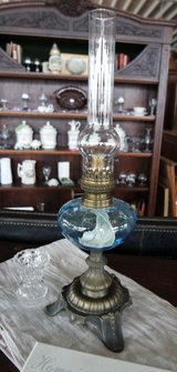 beautiful antique oil lamp fully functional ....collector's item in Ramstein, Germany