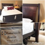 Queen headboard/footboard/bedframe + mattress/boxspring in Glendale Heights, Illinois