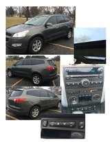 Hard to find - 2011 Chevy Traverse 2LT with Dual sunroofs in Bartlett, Illinois