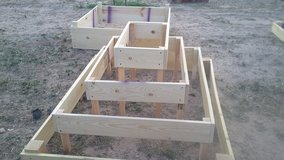 several raised garden boxes stackable and flat in Alamogordo, New Mexico