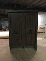 Cabinet with expandable counter in Morris, Illinois