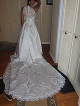 Wedding Dress-Gloria Vanderbilt Sz 6 (Never Used) in Travis AFB, California