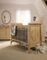 Sturdy American Style Crib by Stanley Furniture Company in Wiesbaden, GE