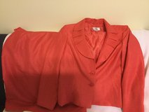SIZE USA 16 LE SUIT  USED BLAZER AND SKIRT in Okinawa, Japan