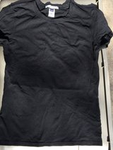 New Gap T-shirt - size extra  small in Glendale Heights, Illinois