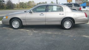 2001 LINCOLN TOWN CAR EXE in Moody AFB, Georgia
