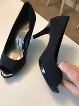 Bandolino navy blue heels in Warner Robins, Georgia