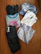 6 PC XL Lot & NWT  Leggings in Glendale Heights, Illinois