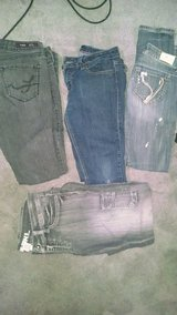 Size 5 skinny jeans in Fort Campbell, Kentucky