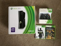Xbox 360/2controllers/headset/2 games in Tacoma, Washington