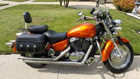 2002 HONDA SHADOW SABLE 1100CC in Elgin, Illinois