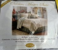 Partial Queen Bed Pieces in Chicago, Illinois