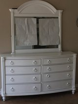 Dresser with attachable mirror in Byron, Georgia