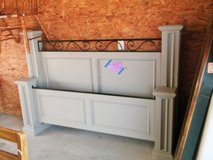 Queen Gray Wood Poster Bed (870-472) in Camp Lejeune, North Carolina