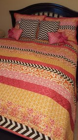 Full size pink and black bed set in Fort Rucker, Alabama