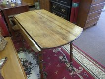 Kitchen table - Drop leaf in Cherry Point, North Carolina