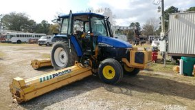 2004 new holland tractor in Houston, Texas