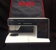 Pfaff Creative Vision 5.0/5.5 Sewing / Embroidery Machine LOW USE TIME in Byron, Georgia