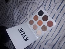 Kylie jenner bronze palette in Camp Pendleton, California