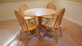 Oak Dinette table & 4 chairs in Bolingbrook, Illinois