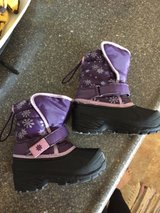 toddler snow boots in 29 Palms, California