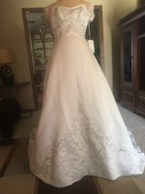Beautiful Ivory Wedding Dress (never worn) in Lawton, Oklahoma