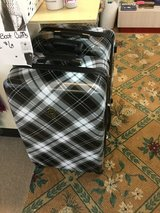 Isaac mizarahi luggage large size in Fort Bragg, North Carolina