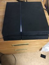 PS4 w/ 4 games and Wireless Contoller in Baumholder, GE